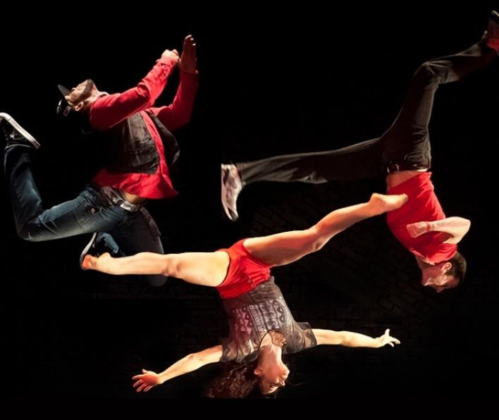 Modern dance company Chicago Dance Crash presented workshops and a performance in Fall 2016.